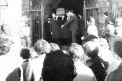 Funeral en la iglesia de San Pedro, en Tineo